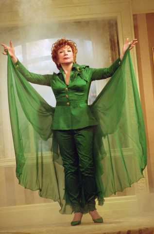 Shirley MacLaine stars as Iris Smythson/Endora in Columbia Pictures' romantic comedy Bewitched. Photo by: John Bramley
