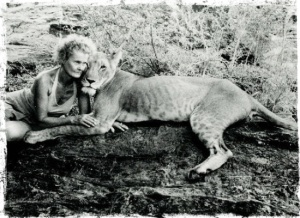 Joy-Adamson-with-Elsa-the-lioness
