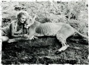 Joy-Adamson-with-Elsa-the-lioness