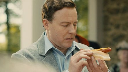 hyde-park-on-hudson-movie-clip-screenshot-king-eats-hotdog_large