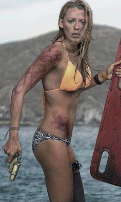blake-lively-bold-bikini-images
