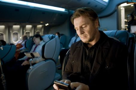 non-stop-welivefilm-movie-review-phone-neeson