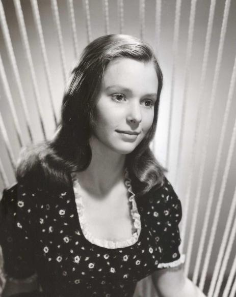 susan-strasberg-in-spindeln-tet-1955-large-picture