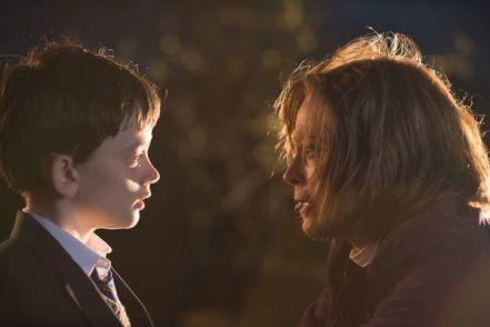 tearful-reconciliation-lewis-macdougall-sigourney-weaver-in-a-monster-calls-credit-apaches-entertainment