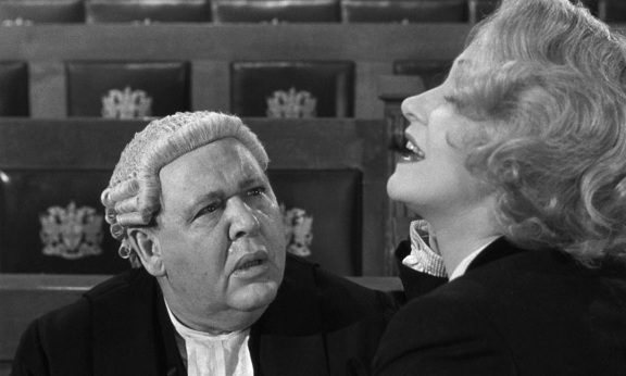 1957-Witness-for-the-Prosecution-08