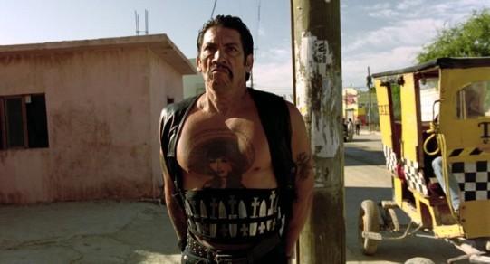 desperado-throwing-knife-gangster-Danny-Trejo-700x379