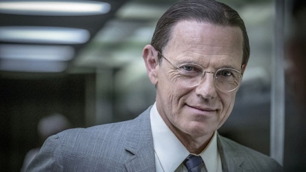 Bruce_Greenwood-as-Robert_McNamara