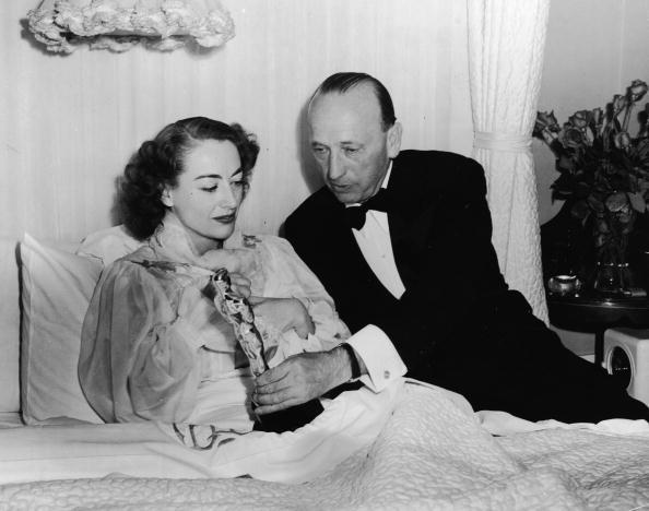 Crawford Receives Oscar In Bed