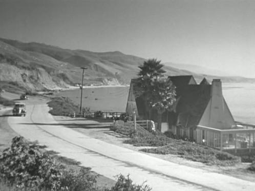 Mildred-Pierce-Beragon-beach-house-611x458