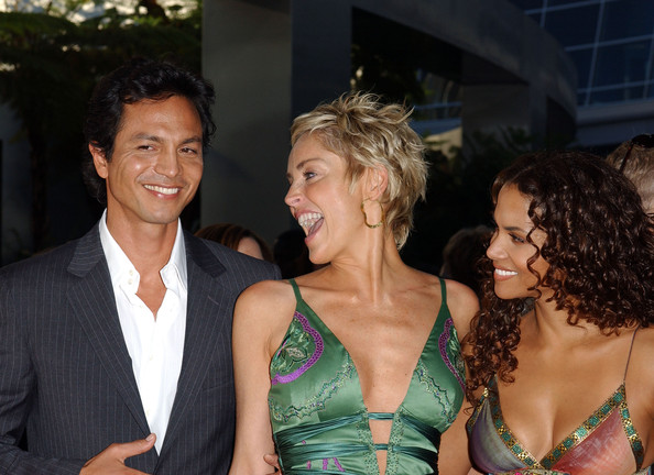 Halle+Berry+Sharon+Stone+Premiere+Catwoman+hYKiaOENY53l