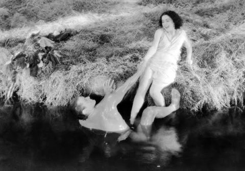 Maureen-OSullivan-and-Johnny-Weismuller-in-Tarzan-The-Ape-Man-19322