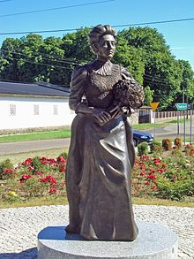 Elizabeth_von_Arnim_Monument_in_Buk